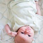 focení dětí, doma, Tereza, 4 týdny, po porodu, maminka, tatínek, rodič, kojení, slavia praha