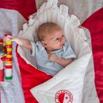 focení dětí, doma, Tereza, 4 týdny, po porodu, maminka, tatínek, rodič, kojení, slavia praha, dudlík