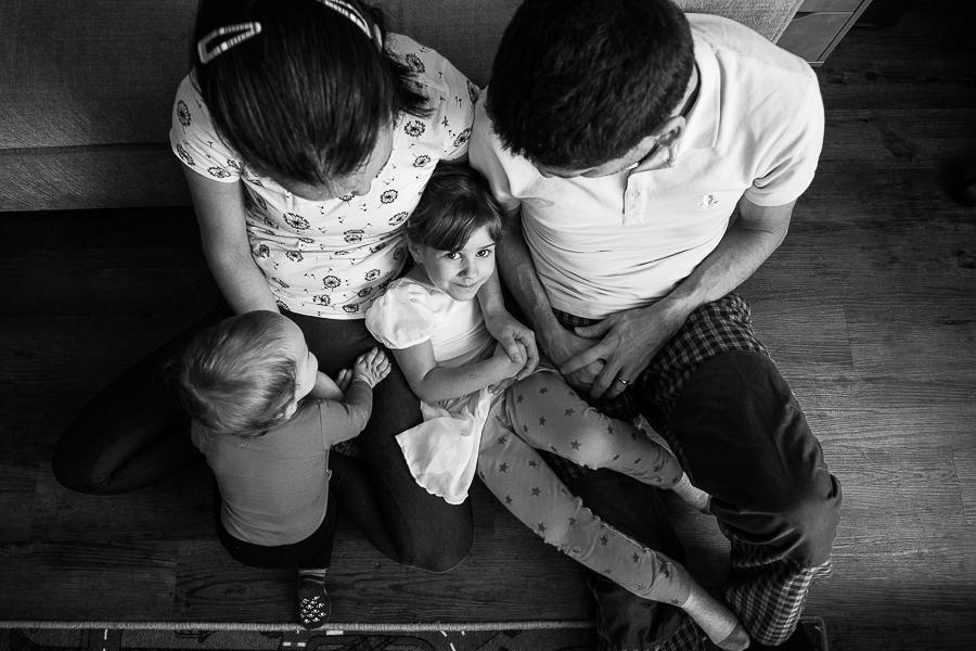 rodinná fotka, fotograf, křenek michal, focení dětí, portrétní fotograf, Praha a okolí, tatínek, maminka, tatka s mamkou, tata a máma, Canon 1D Mark IV, Klárka, Nelinka, Zuzka, Martin,focení doma,