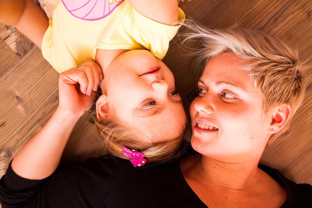 rodina, fotky, příběhy, rodinný fotograf, chci fotky dítěte, fotograf dětí,křenek michal, zbečno, kladno, střední čechy, emoce, bez pozování, přirozená krása, hračky