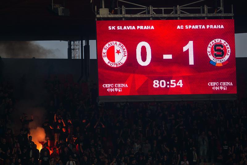 Fotbal Slavia Pinterest: Krenekmichal-derby-slavie-sparta-00415