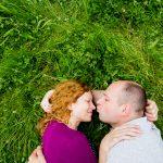 párové focení, těhulka, rande, focení, dendrologická zahrada, fotograf, mezi stromy, focení v přírodě, Praha a okolí, zamilované, páry, dvojce, průhonice, jakub, hana, krenek, pusa na nos
