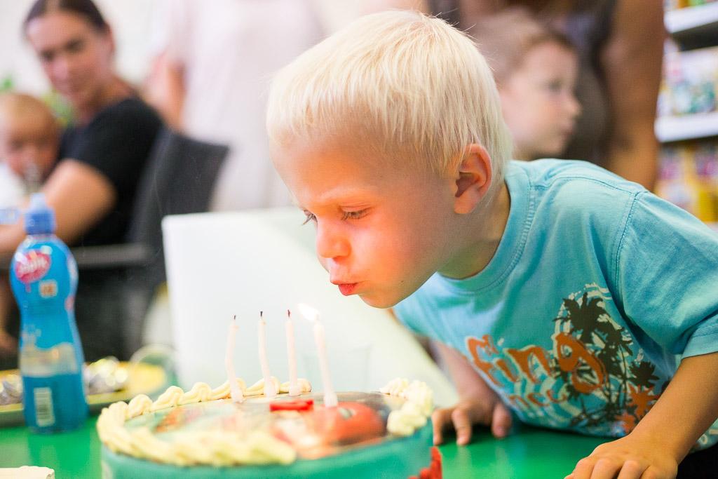 oslava, narozeniny, meloun, skluzavky, dětské šampaňské, fotograf, krenek, divišov, adam, děti, party, tata, mama, dort svíčky