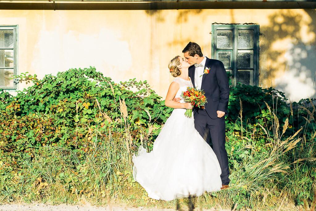 svatba, les, samota, 2017, dokonalá svatba, svatební fotograf, praha a okolí, brdy, nevěsta, ženich, katka, petr, krenek, laska, svatební šaty