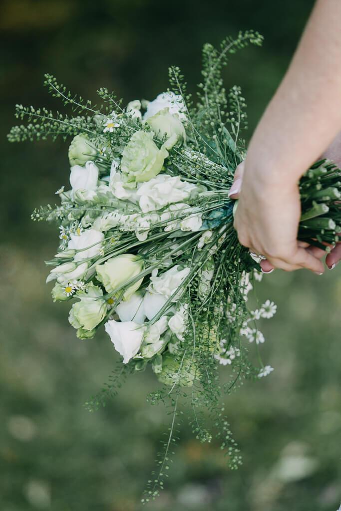 svatba, fotograf, svatební, krenek, chotěboř, svatba na louce, pod stromy, dokonalá svatba, 2018, havlíčkův brod, na vysočině, pod širým nebem, rocková svatba, svatební kytice
