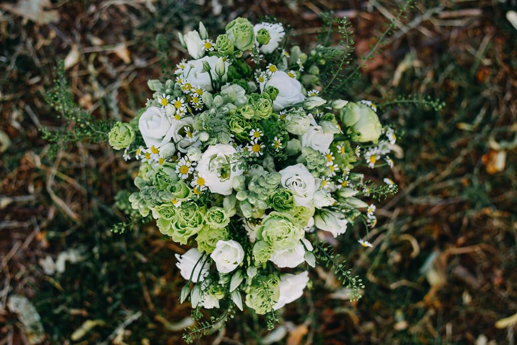 svatební kytice, svatba, fotograf, svatební, krenek, chotěboř, svatba na louce, pod stromy, dokonalá svatba, 2018, havlíčkův brod, na vysočině, pod širým nebem, rocková svatba,