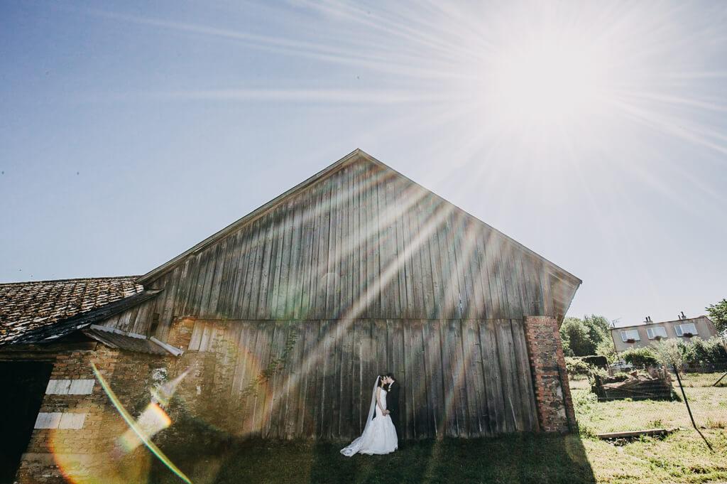 svatba, fotograf, svatební, krenek, chotěboř, svatba na louce, pod stromy, dokonalá svatba, 2018, havlíčkův brod, na vysočině, pod širým nebem, rocková svatba, paprsky slunce