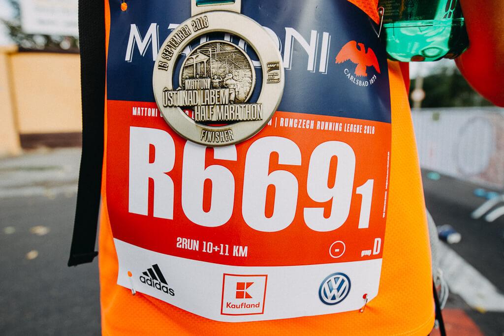 medaile, půlmaraton, half marathon, ústí nad labem, runczech, peacemakers, vodiči, sportovní fotograf, křenek michal, běžec, runner, mattoni