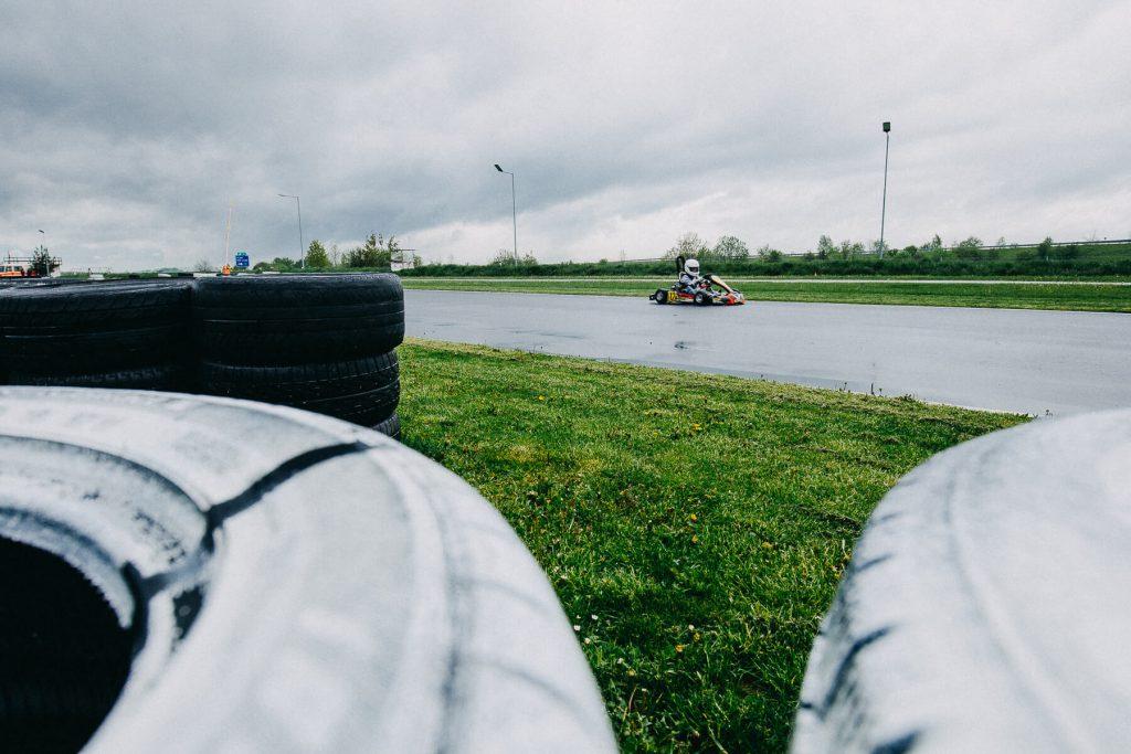 kreativní, motokáry, kartarena, cheb. motosport, kurz foceni, v dešti. praga, pragovka, moto sport, formule, honda, děti, křenek, sportovní fotograf,
