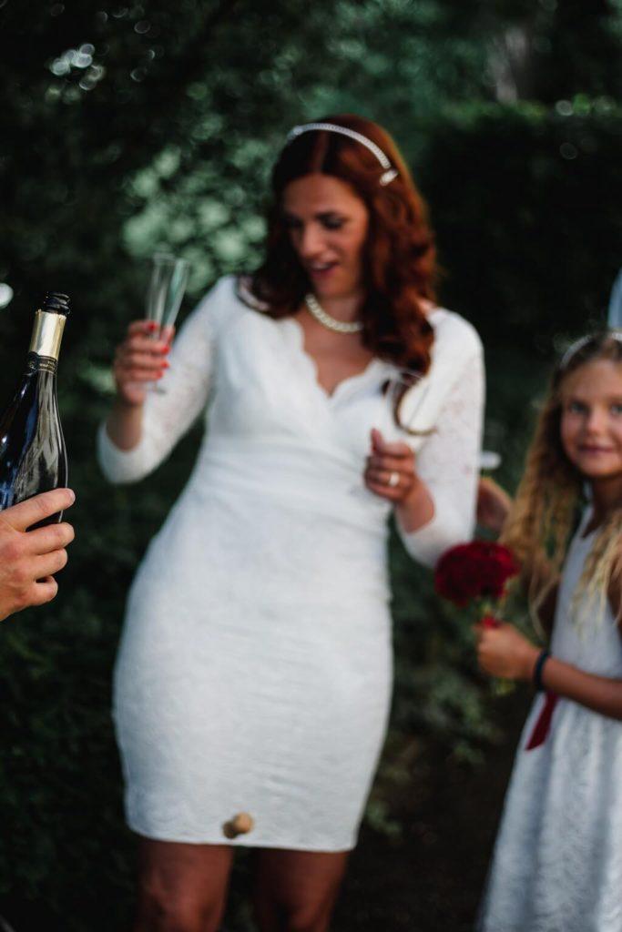 šampus, nevěsta, ženich, svatební focení,malá , komorní, svatba, s dětma, s dětmi, v praze, svatební fotograf, zámek, křenek