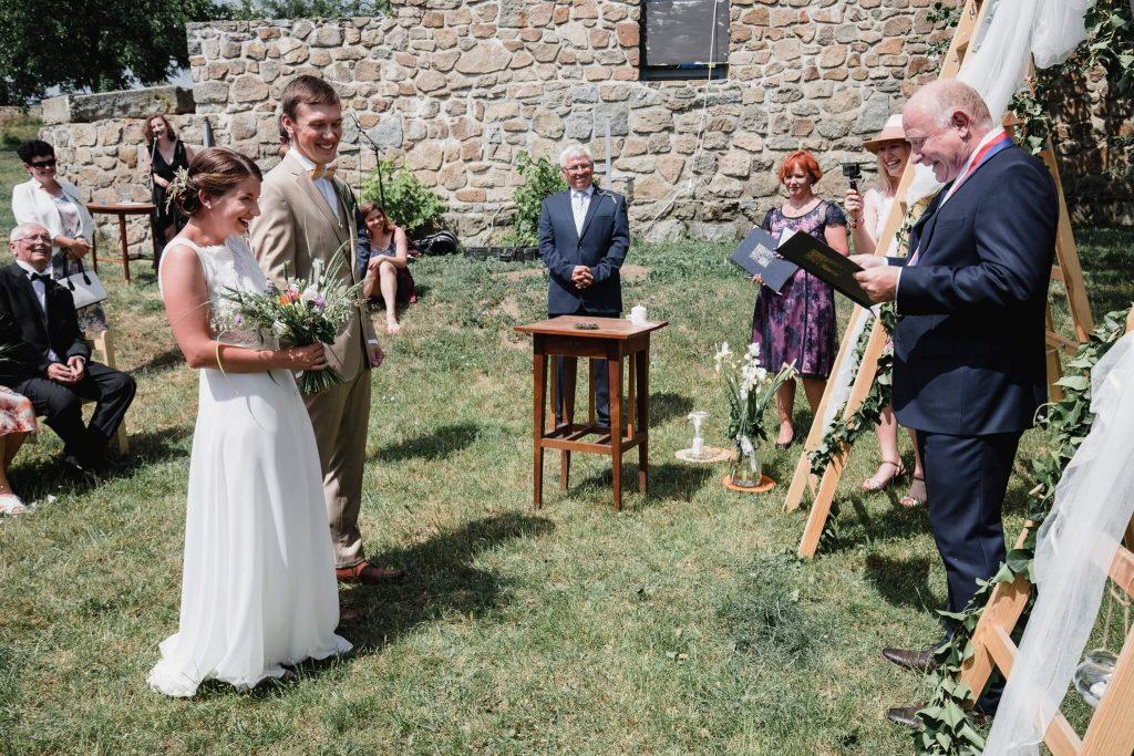 sliby, v přírodě, svatba, červen, statek, nalžovice, stodola, farma, příroda, svatebmní foto, sedlčany, dokonalé , krásné , perfektní,