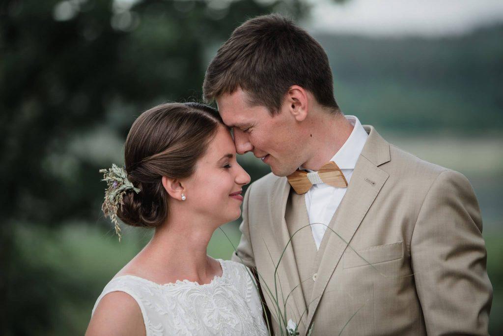 láska, v přírodě, svatba, červen, statek, nalžovice, stodola, farma, příroda, svatebmní foto, sedlčany, dokonalé , krásné , perfektní,