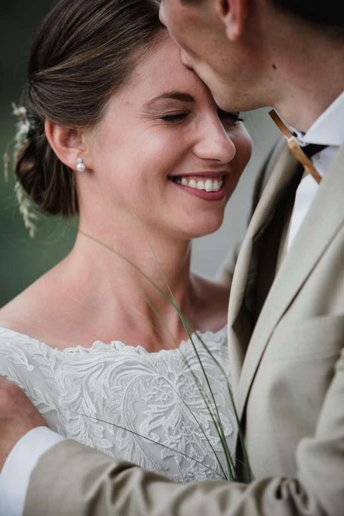 pár, novomanželé, v přírodě, svatba, červen, statek, nalžovice, stodola, farma, příroda, svatebmní foto, sedlčany, dokonalé , krásné , perfektní,