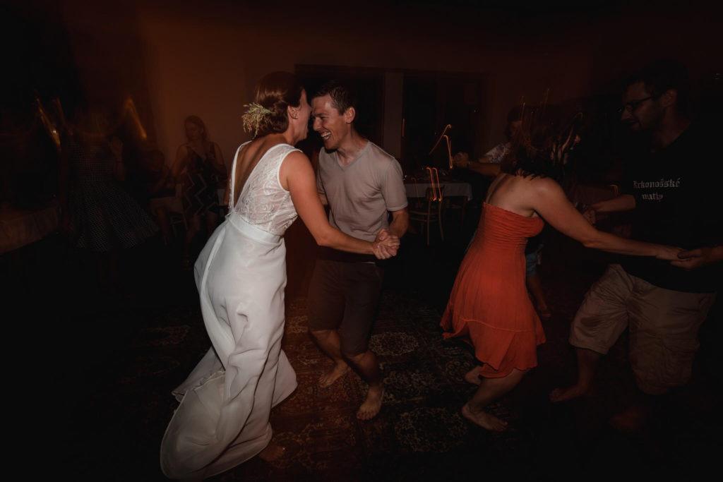 párty, v přírodě, svatba, červen, statek, nalžovice, stodola, farma, příroda, svatebmní foto, sedlčany, dokonalé , krásné , perfektní,