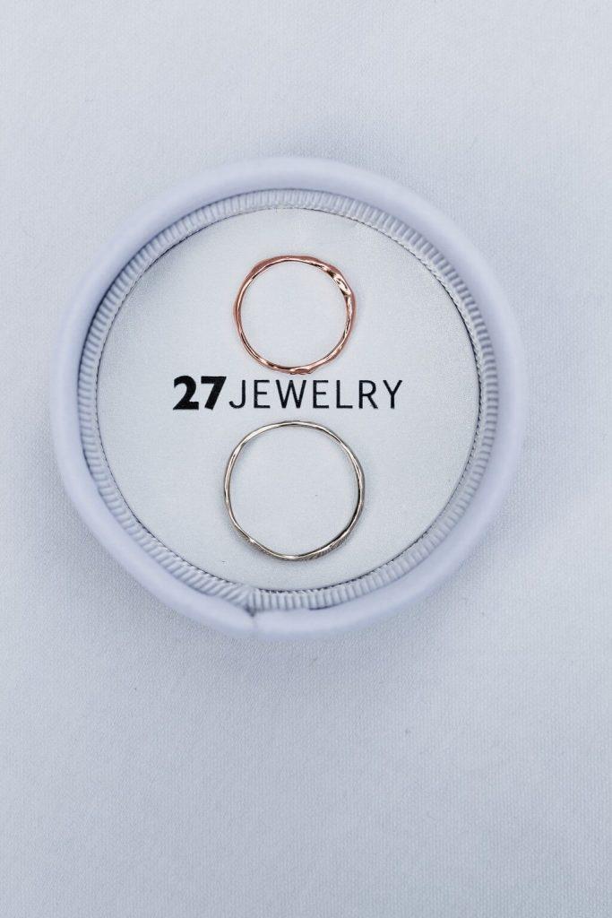 27jewelry, prsten, v přírodě, svatba, červen, statek, nalžovice, stodola, farma, příroda, svatebmní foto, sedlčany, dokonalé , krásné , perfektní,