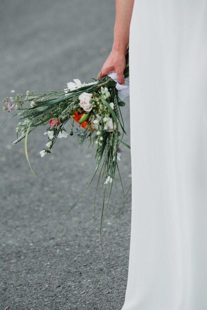 kytice, květina, v přírodě, svatba, červen, statek, nalžovice, stodola, farma, příroda, svatebmní foto, sedlčany, dokonalé , krásné , perfektní,