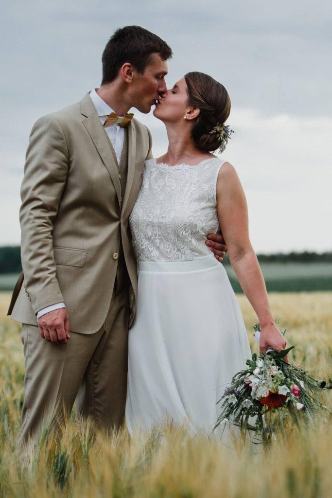 v přírodě, svatba, červen, statek, nalžovice, stodola, farma, příroda, svatebmní foto, sedlčany, dokonalé , krásné , perfektní,