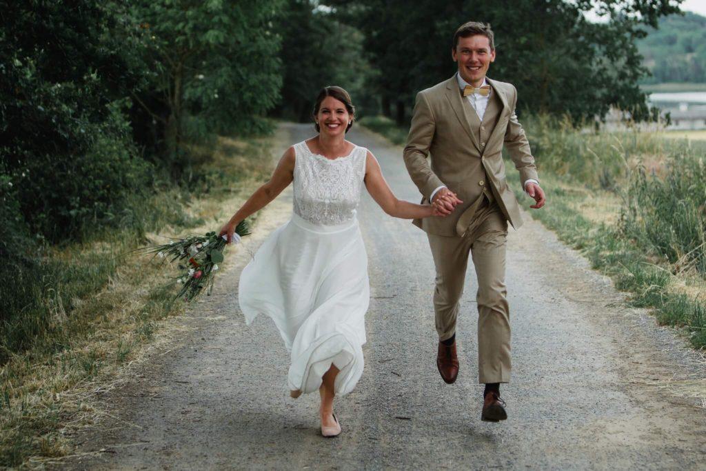 svatební focení, v přírodě, svatba, červen, statek, nalžovice, stodola, farma, příroda, svatebmní foto, sedlčany, dokonalé , krásné , perfektní,