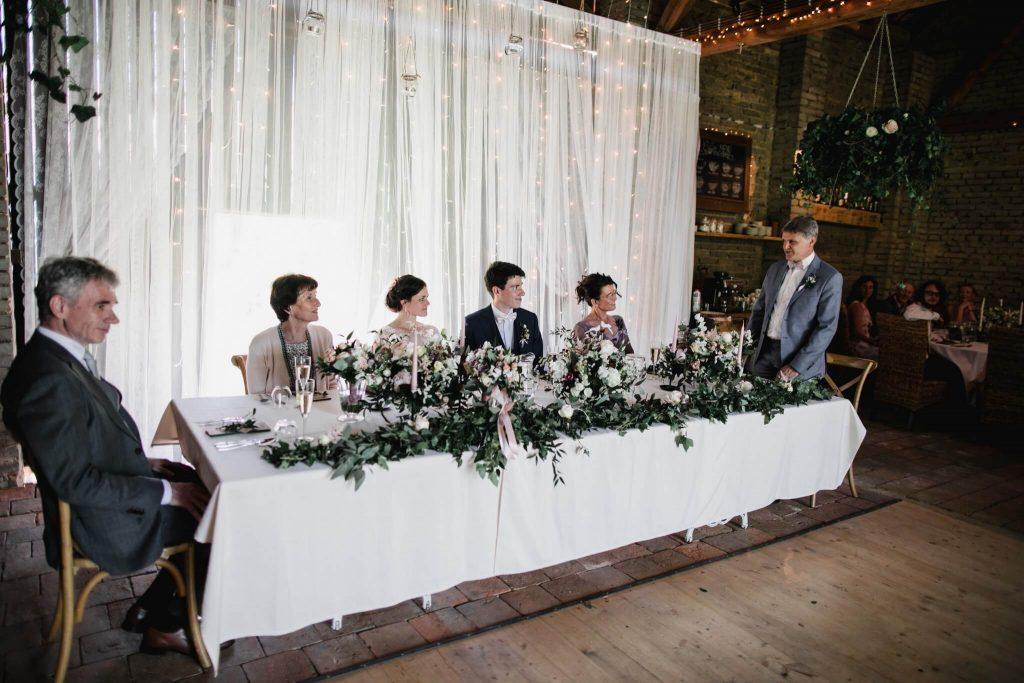 otec proslov, dokonalá svatba, perfektní , svatba, stodola, beroun, skřípel, střední čechy, na jednom místě, přírodní, boho , boho styl, svatební fotograf beroun, křenek