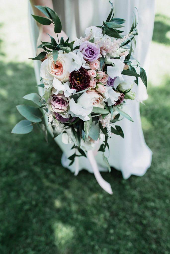 kytice, dokonalá svatba, perfektní , svatba, stodola, beroun, skřípel, střední čechy, na jednom místě, přírodní, boho , boho styl, svatební fotograf beroun, křenek