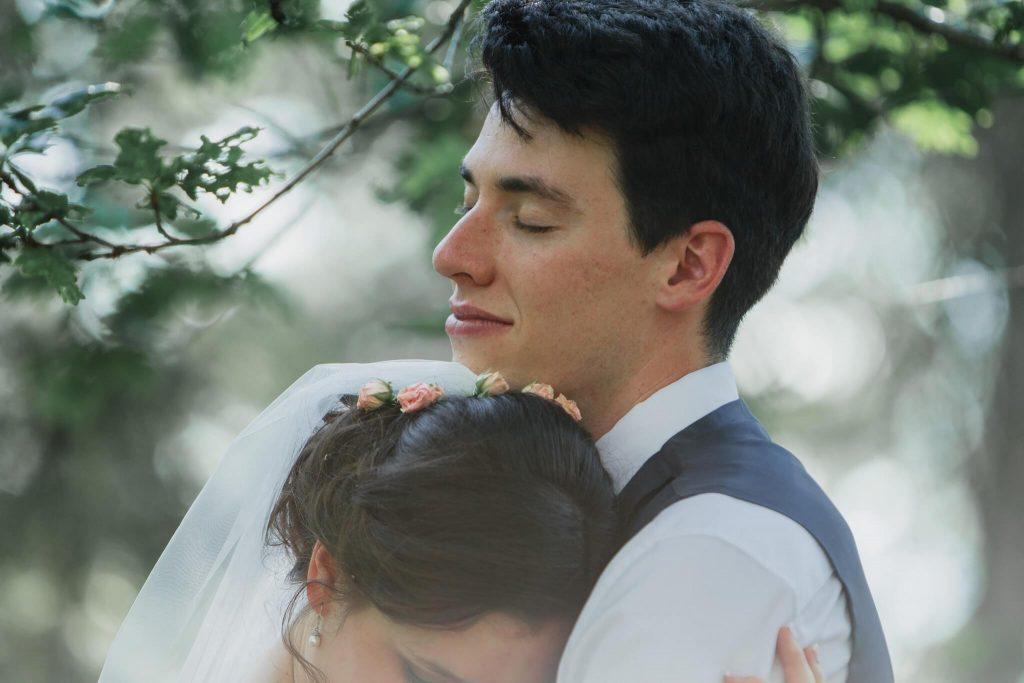 láska, v lese, dokonalá svatba, perfektní , svatba, stodola, beroun, skřípel, střední čechy, na jednom místě, přírodní, boho , boho styl, svatební fotograf beroun, křenek