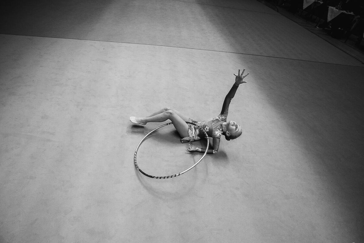 gymanstika , Tábor, moderní gymnastika, kurz focení, sportovní fotograf, černobílá fotografie, sport černobíle, křenek