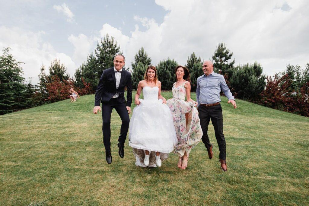 skáčeme, svatba, velké popovičky, park hotel, svatba v říčanech, praha východ fotograf,