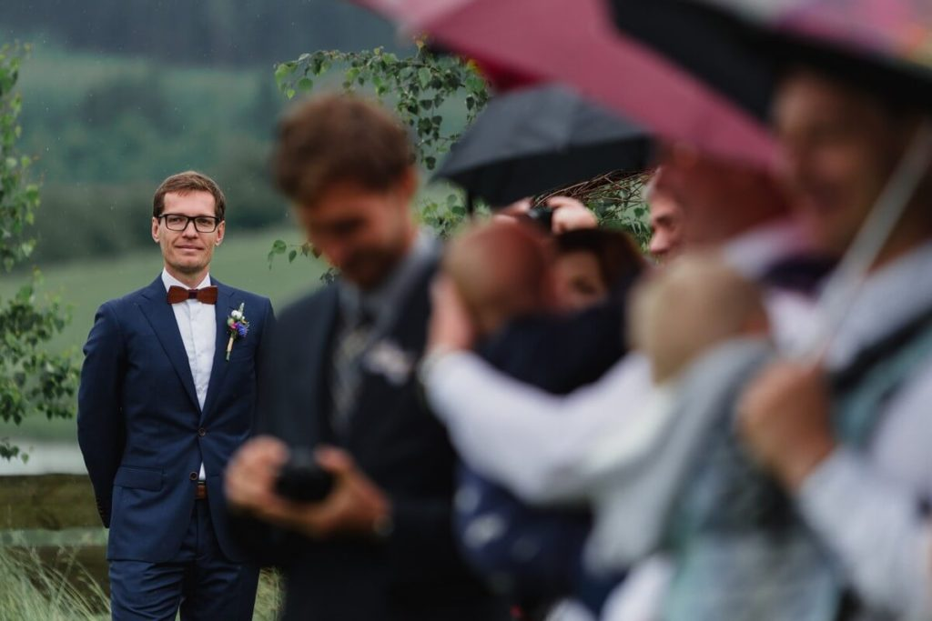 ženich, svatba, organic, farm soběsuky, farma soběsuky, svatba na farmě, domažlicko, plzeňsko, svatební fotograf