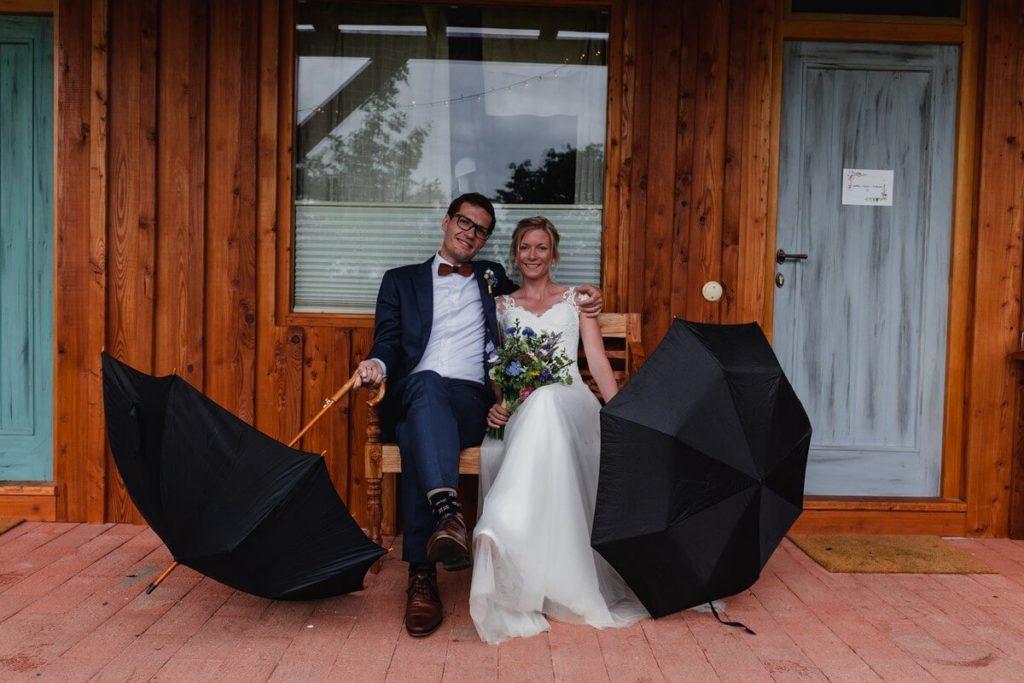 deštníky, svatba, organic, farm soběsuky, farma soběsuky, svatba na farmě, domažlicko, plzeňsko, svatební fotograf