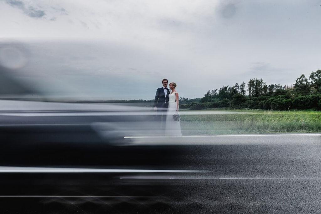 na silnici, svatba, organic, farm soběsuky, farma soběsuky, svatba na farmě, domažlicko, plzeňsko, svatební fotograf