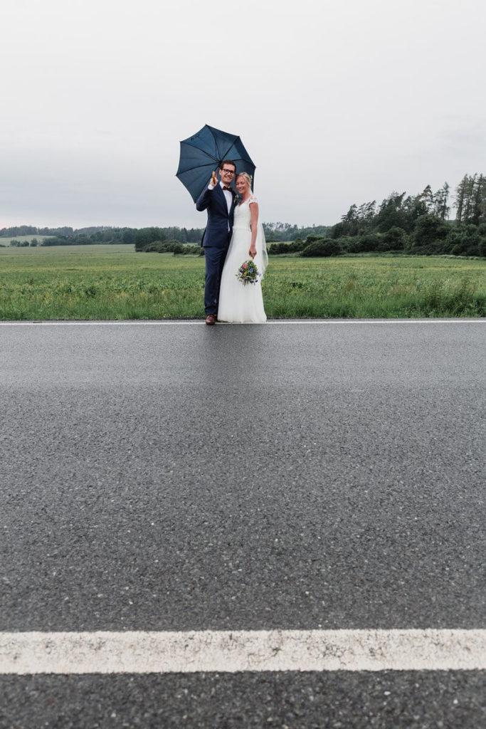 déšť, svatba, organic, farm soběsuky, farma soběsuky, svatba na farmě, domažlicko, plzeňsko, svatební fotograf