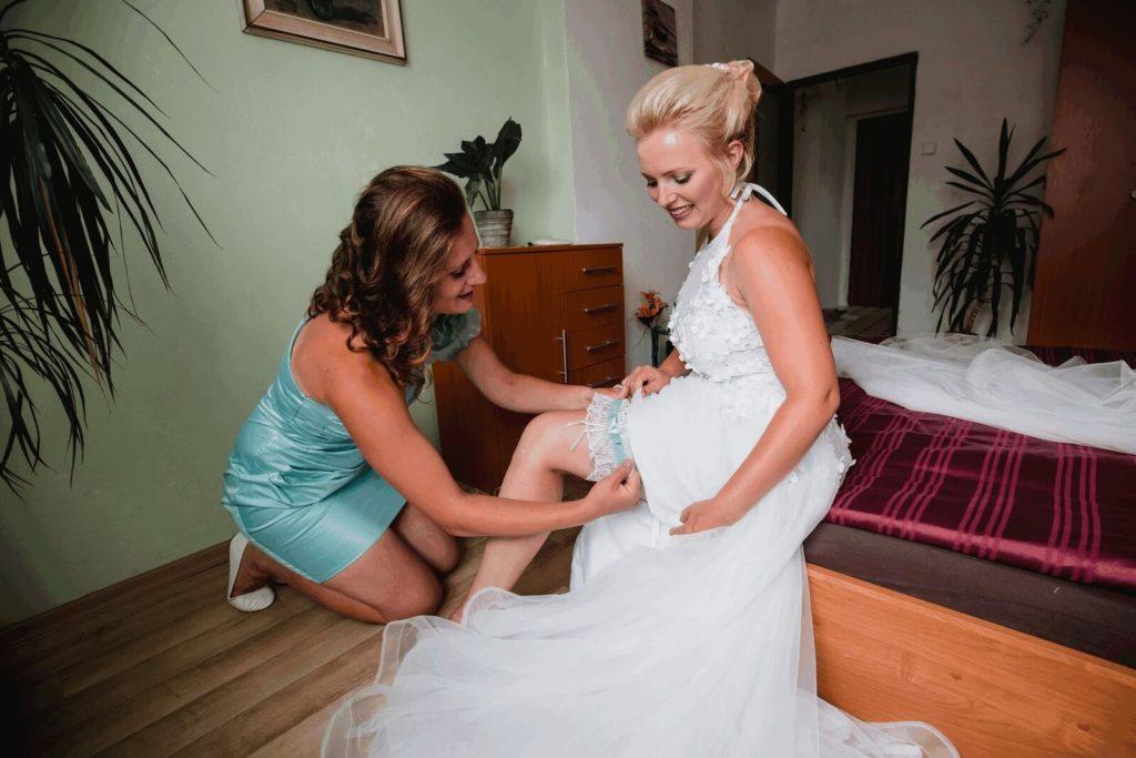 podvazek, svatba, milevsko, , klášter, vesnická svatba, dražka, svatební fotograf nej, krenek,