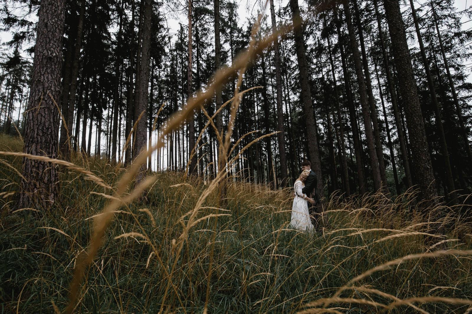 svatba, nalžovice, sedlčansko, svatební fotograf, deštivá svatba, covid19,yesme s chutí, vesnice,